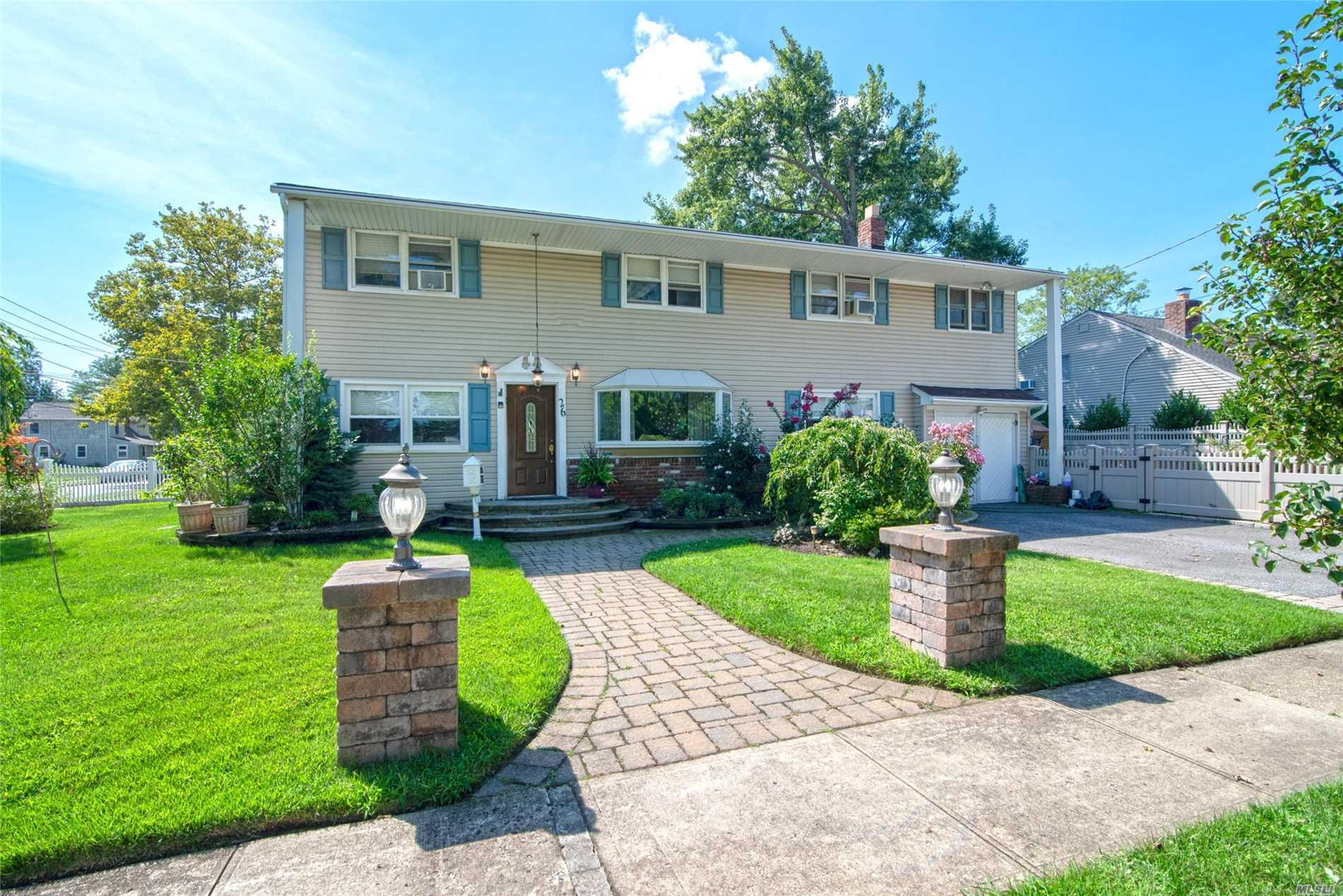 26 Shoreham Rd - Massapequa, New York