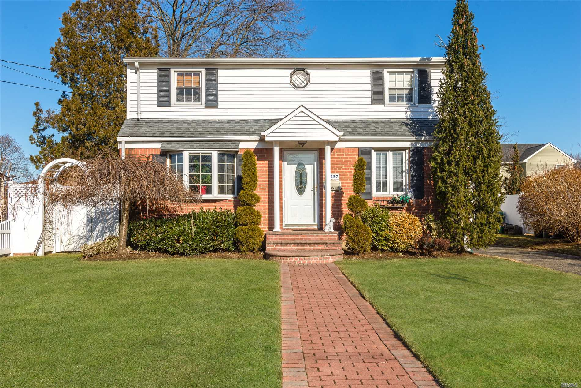 527 Patterson St - East Meadow, New York