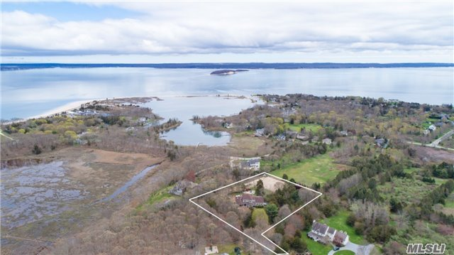 9502 N Bayview Rd - Southold, New York