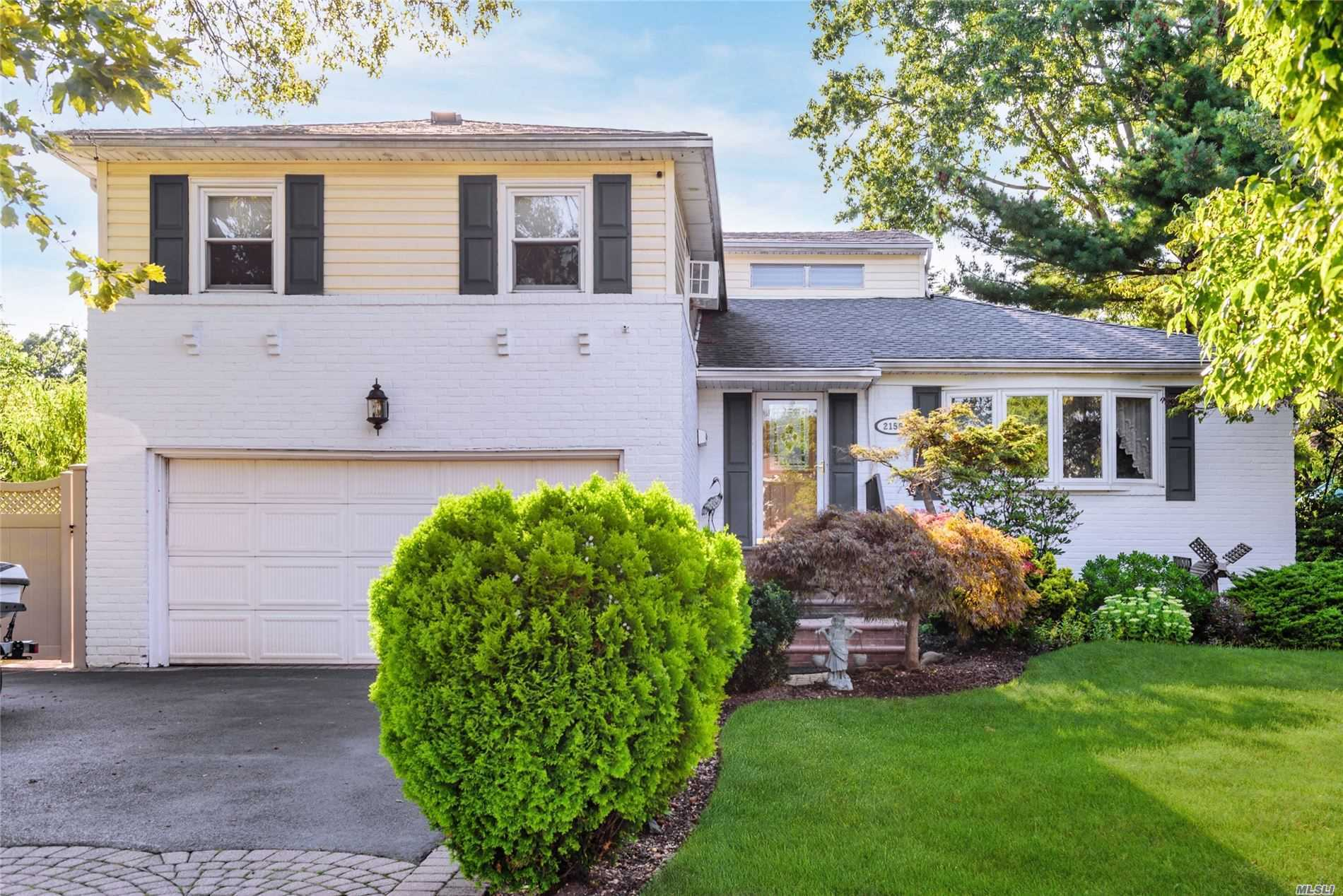 2156 Kenwood Pl - Bellmore, New York