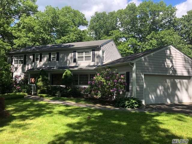 200 Hunters Dr - Muttontown, New York