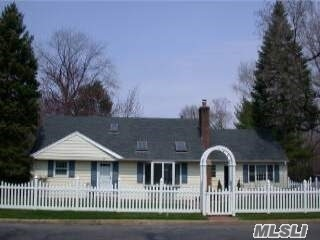2 W Maple Rd - Greenlawn, New York