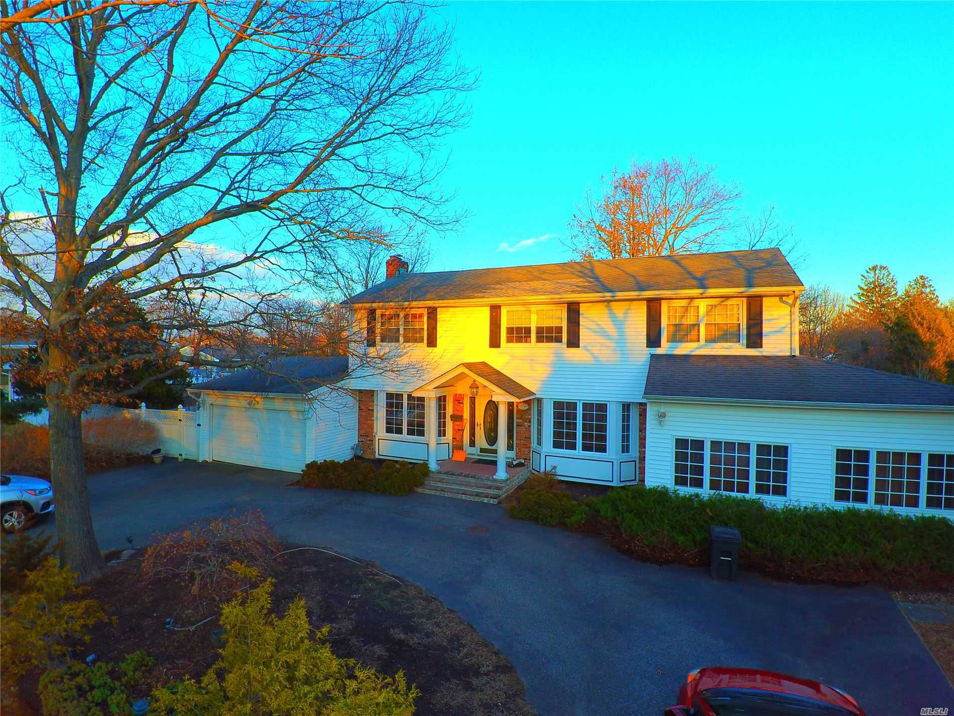 25 Radburn Dr - Commack, New York