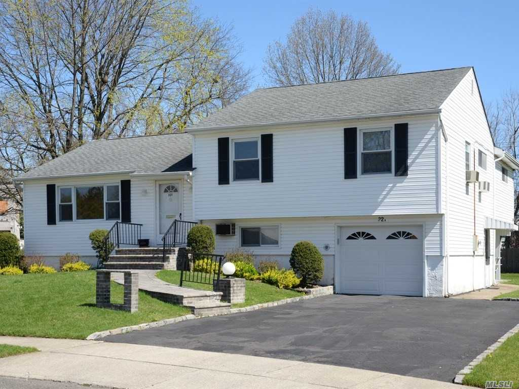 321 Southwood Cir - Syosset, New York