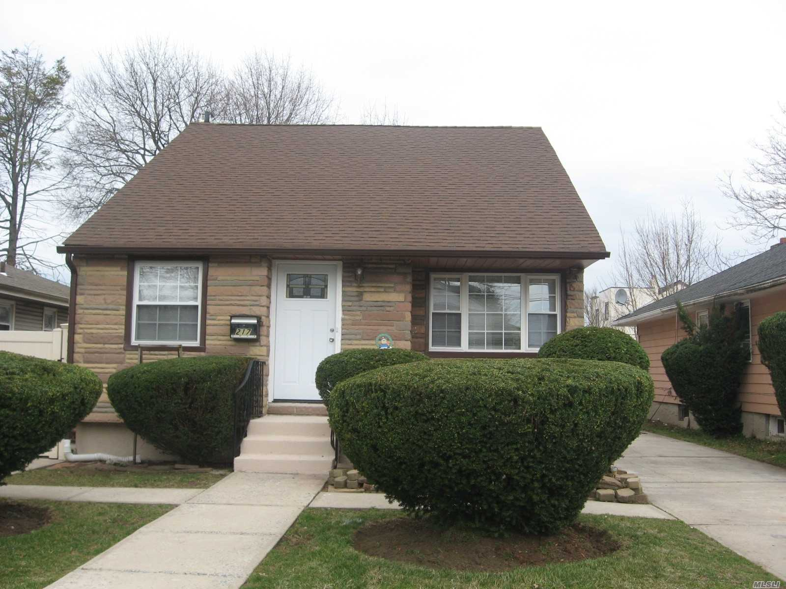 217 Windsor Pky - Hempstead, New York