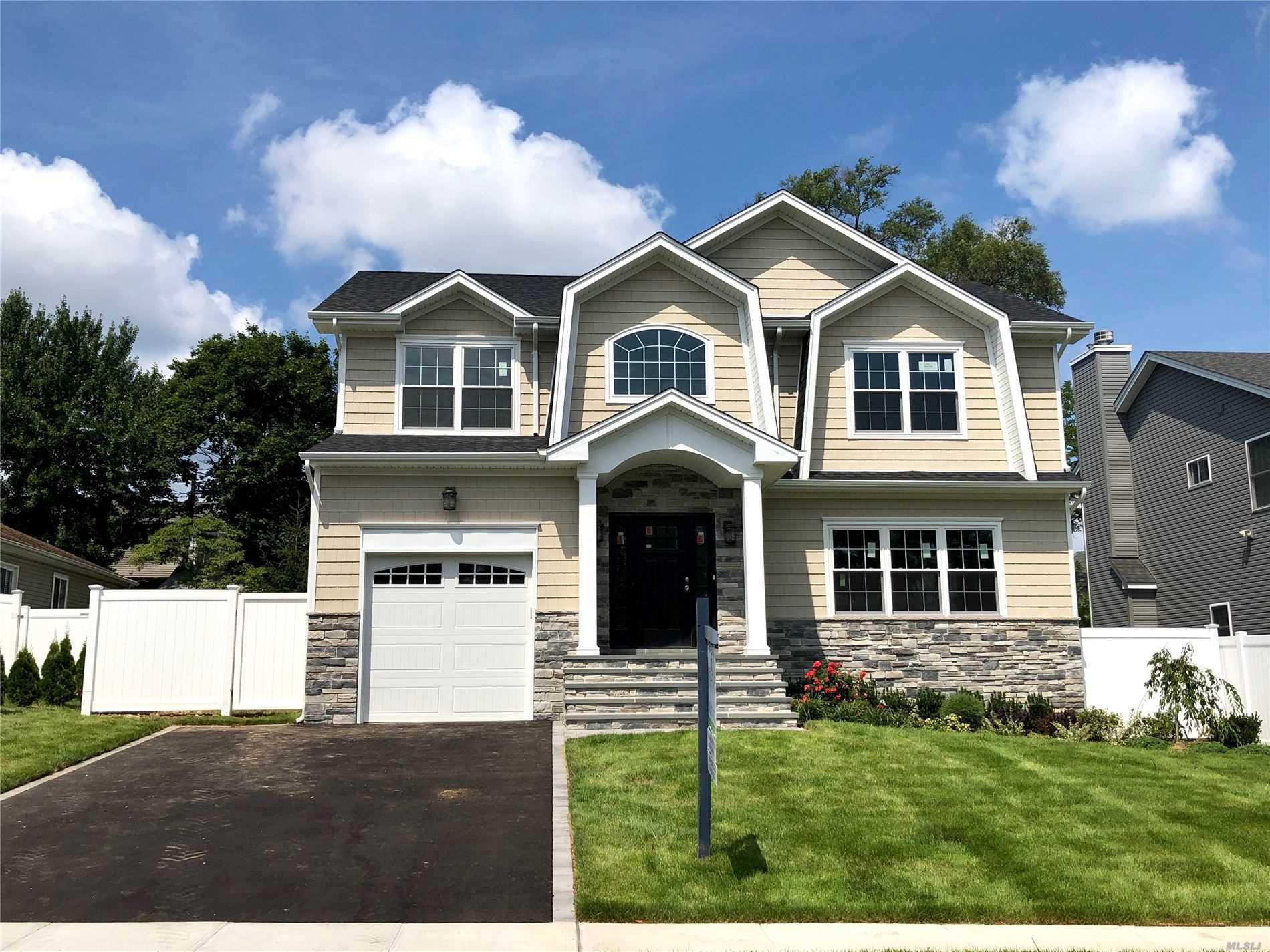 11 Willets Dr - Syosset, New York