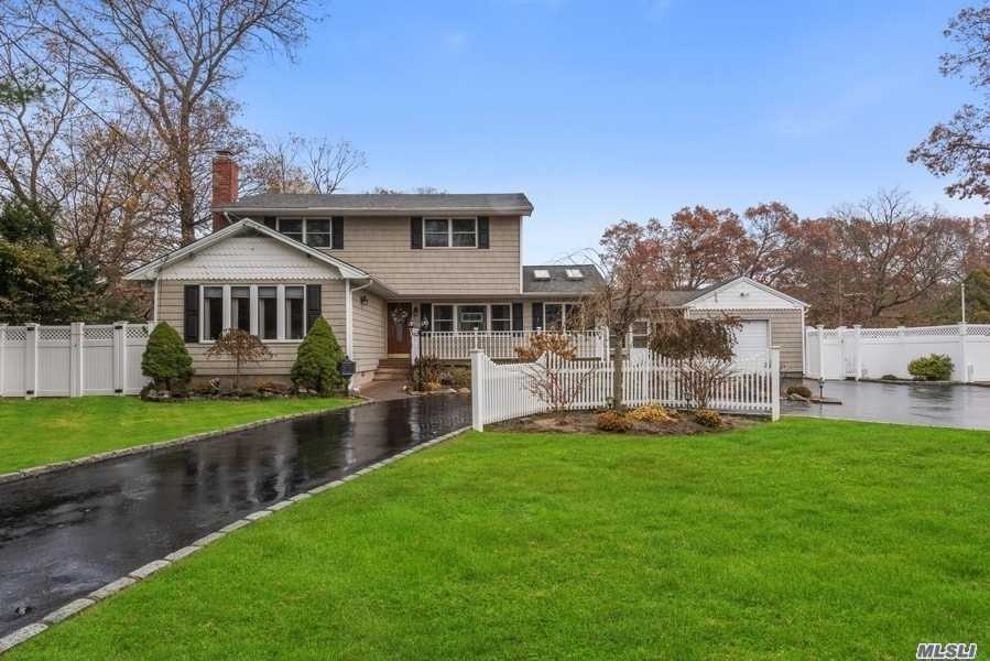 105 Haynes Ave - West Islip, New York