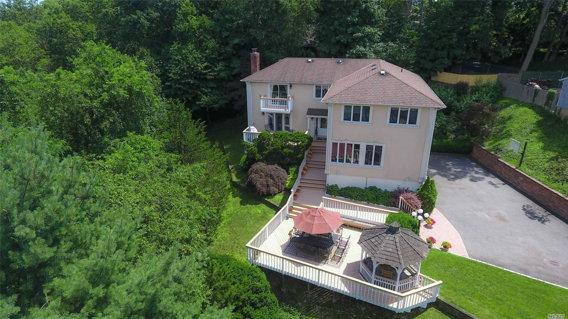 873 Oyster Bay Rd - East Norwich, New York