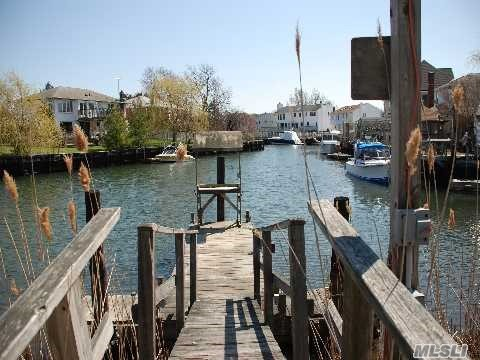 2611 Riverside Ave - Seaford, New York