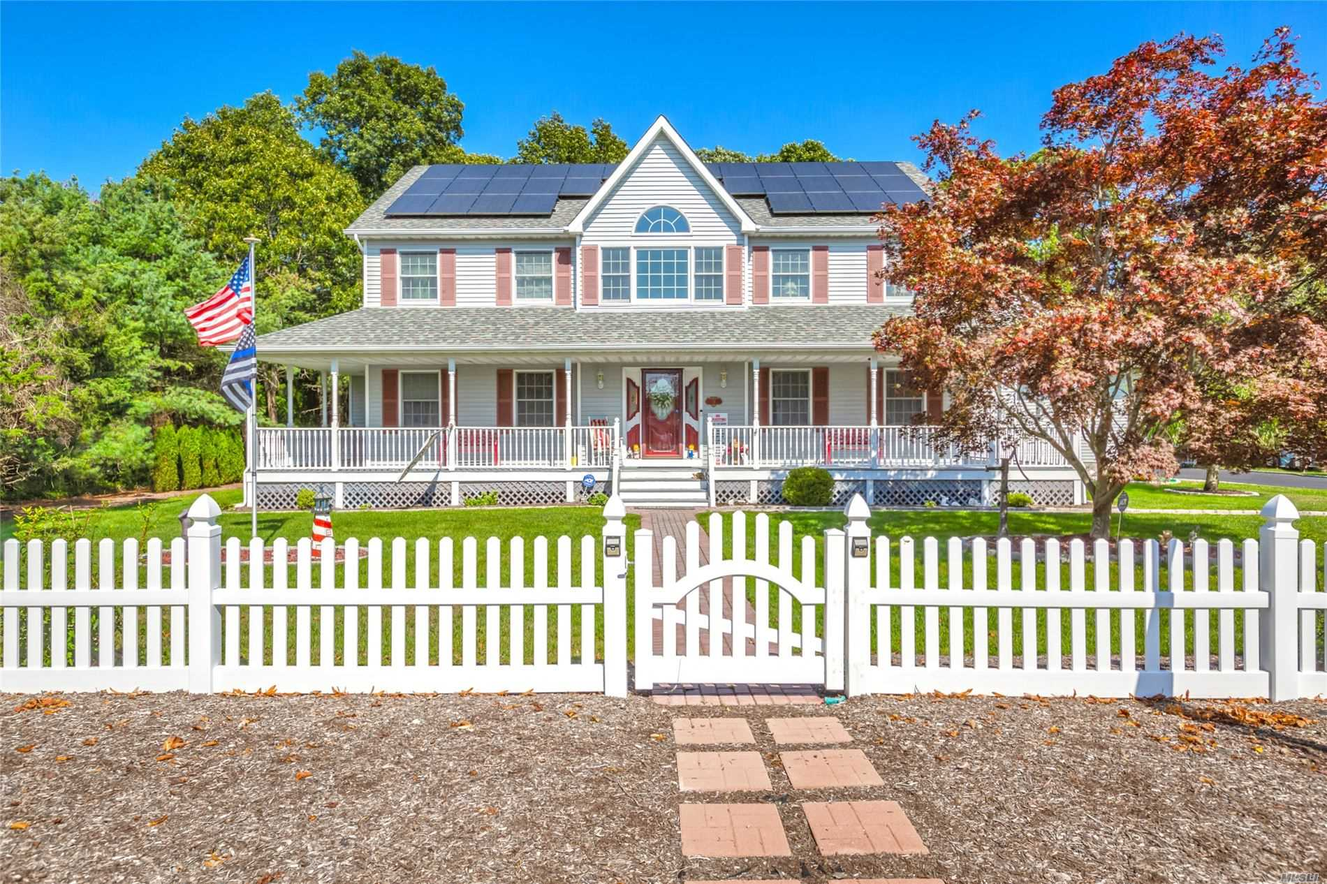 21 Briana Ct - East Moriches, New York