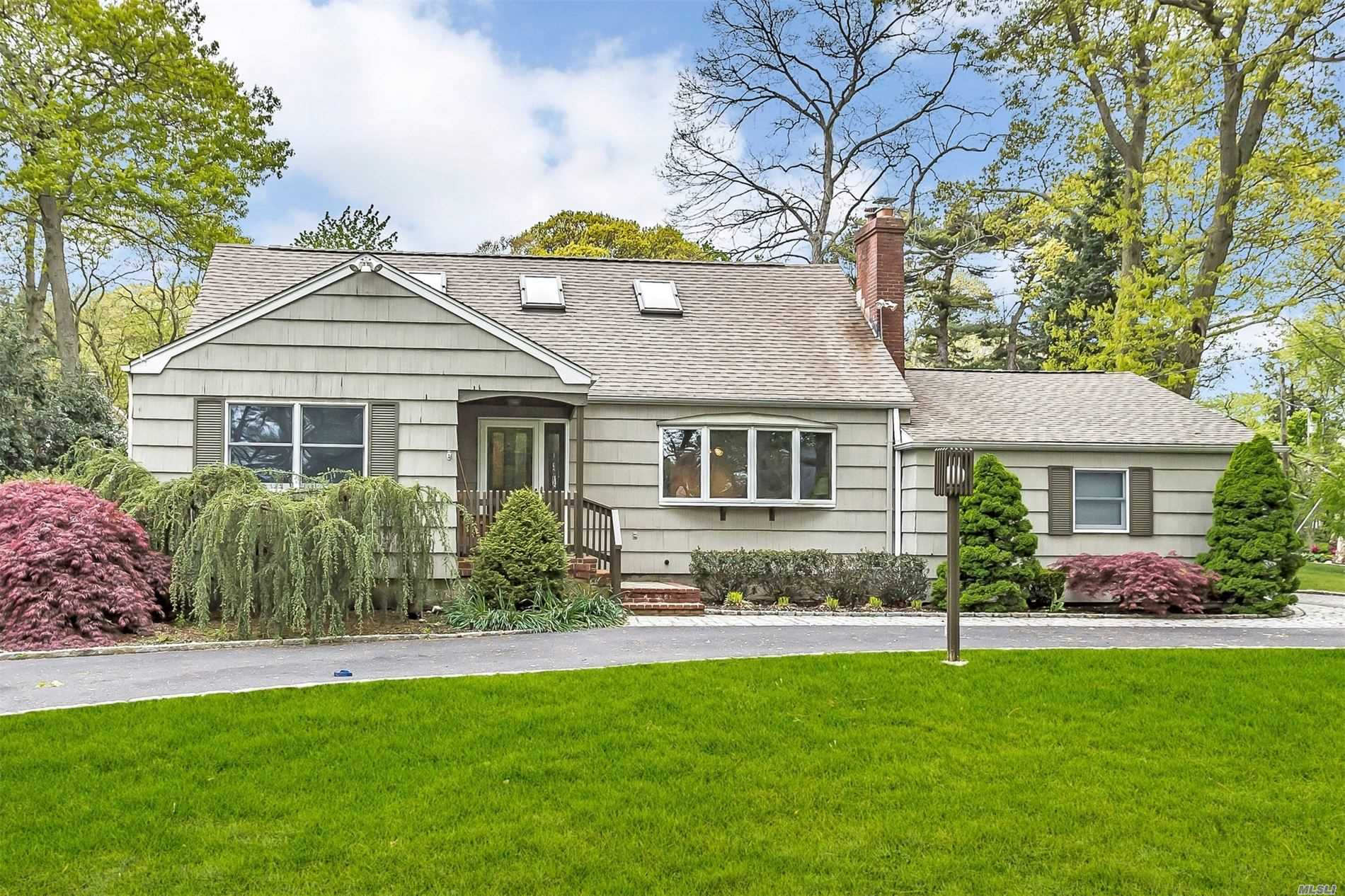 455 Lombardy Blvd - Brightwaters, New York