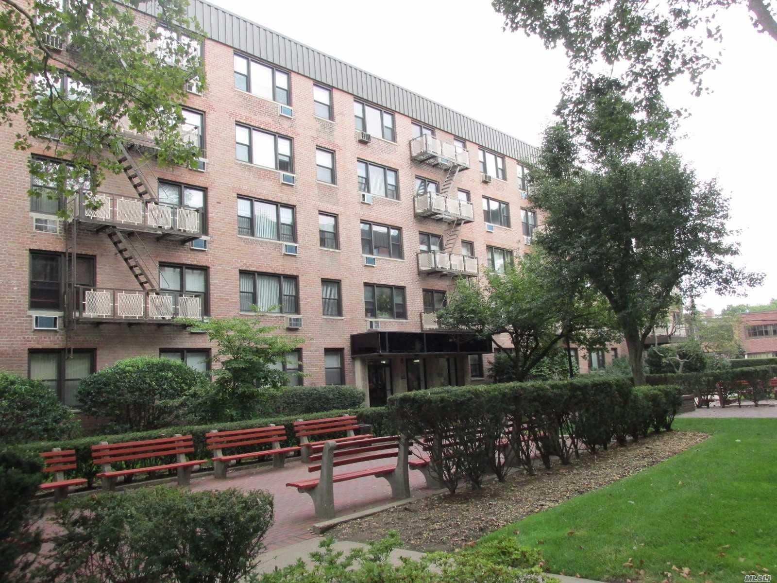 3 Birchwood Ct, 4O - Mineola, New York