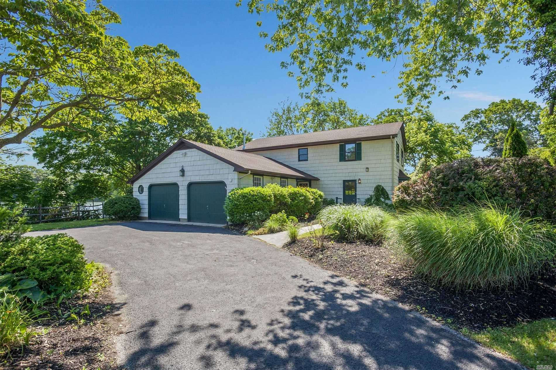 906 Pond View Rd - Riverhead, New York
