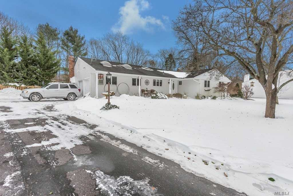 32 Frazer Dr - Greenlawn, New York