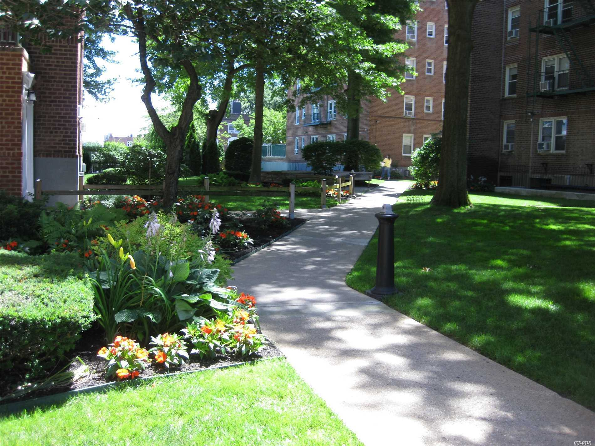 34 Cathedral Ave, 3E - Hempstead, New York