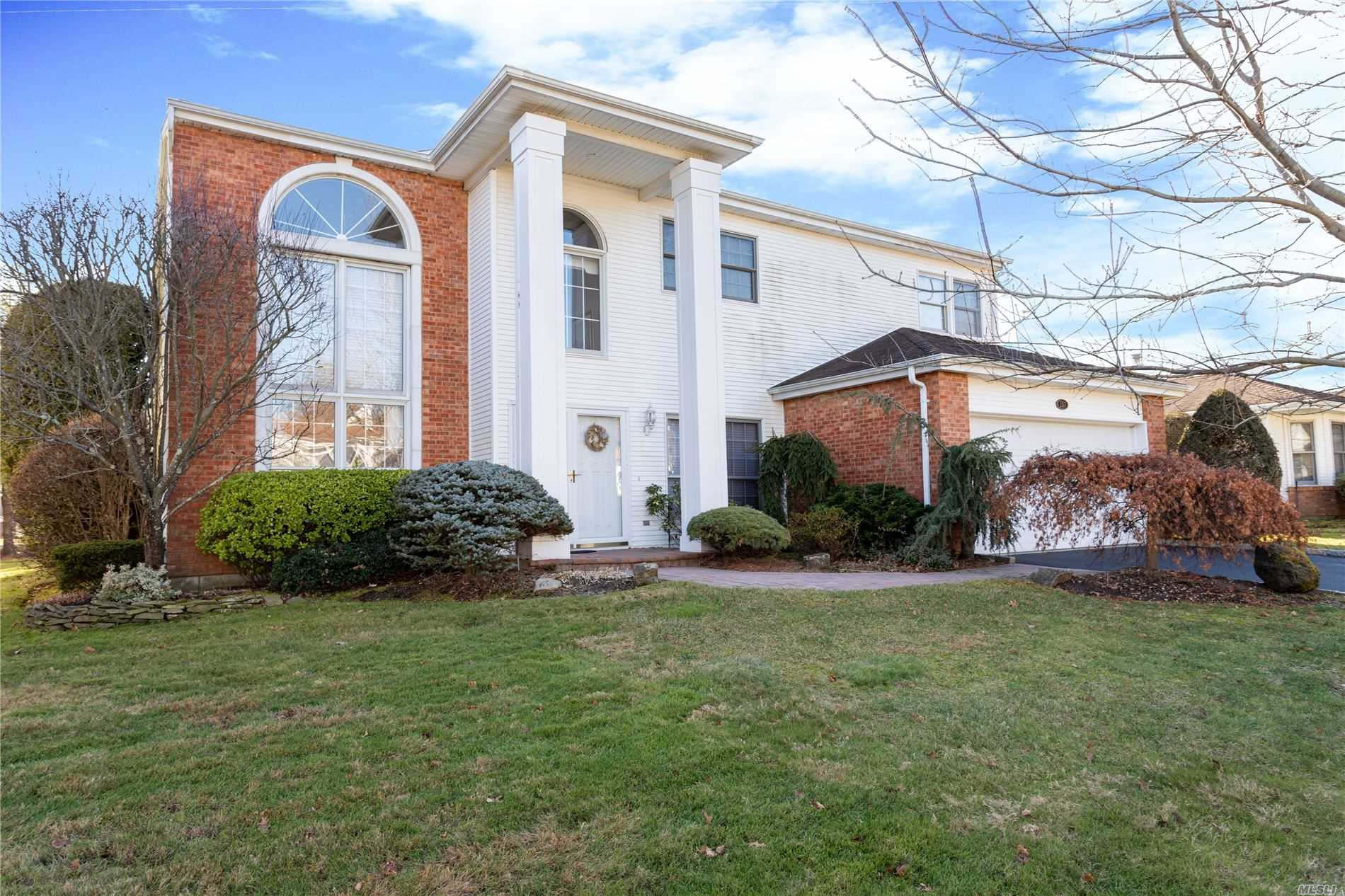 157 Country Club Dr - Commack, New York