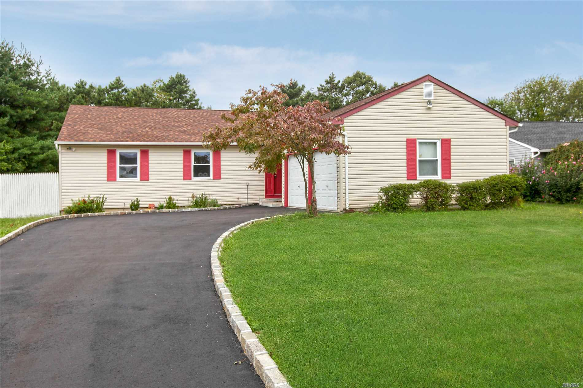 26 Blueberry Ln - E. Patchogue, New York