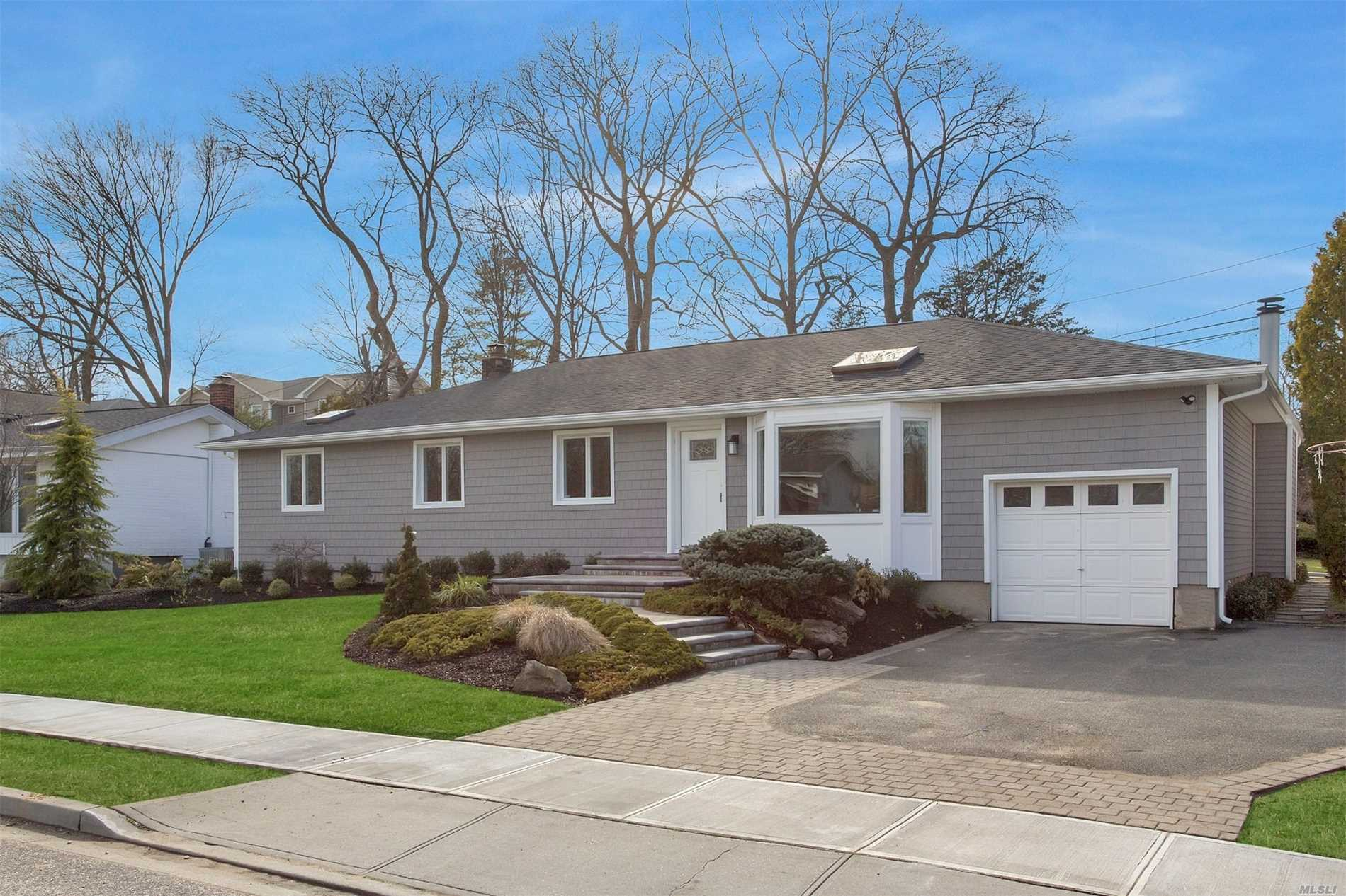 158 Forest Dr - Jericho, New York