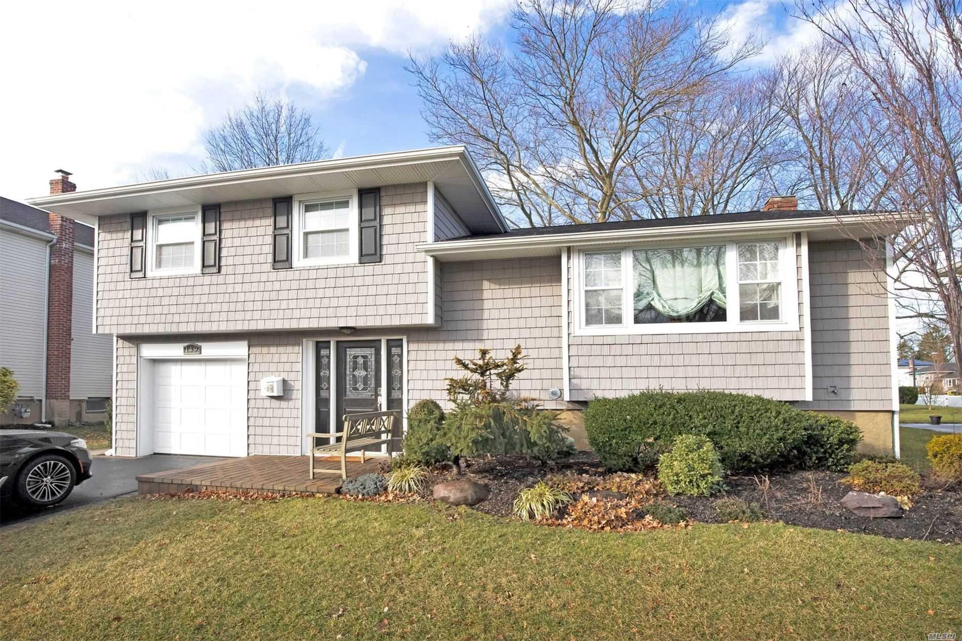 149 Sutton Dr - Plainview, New York