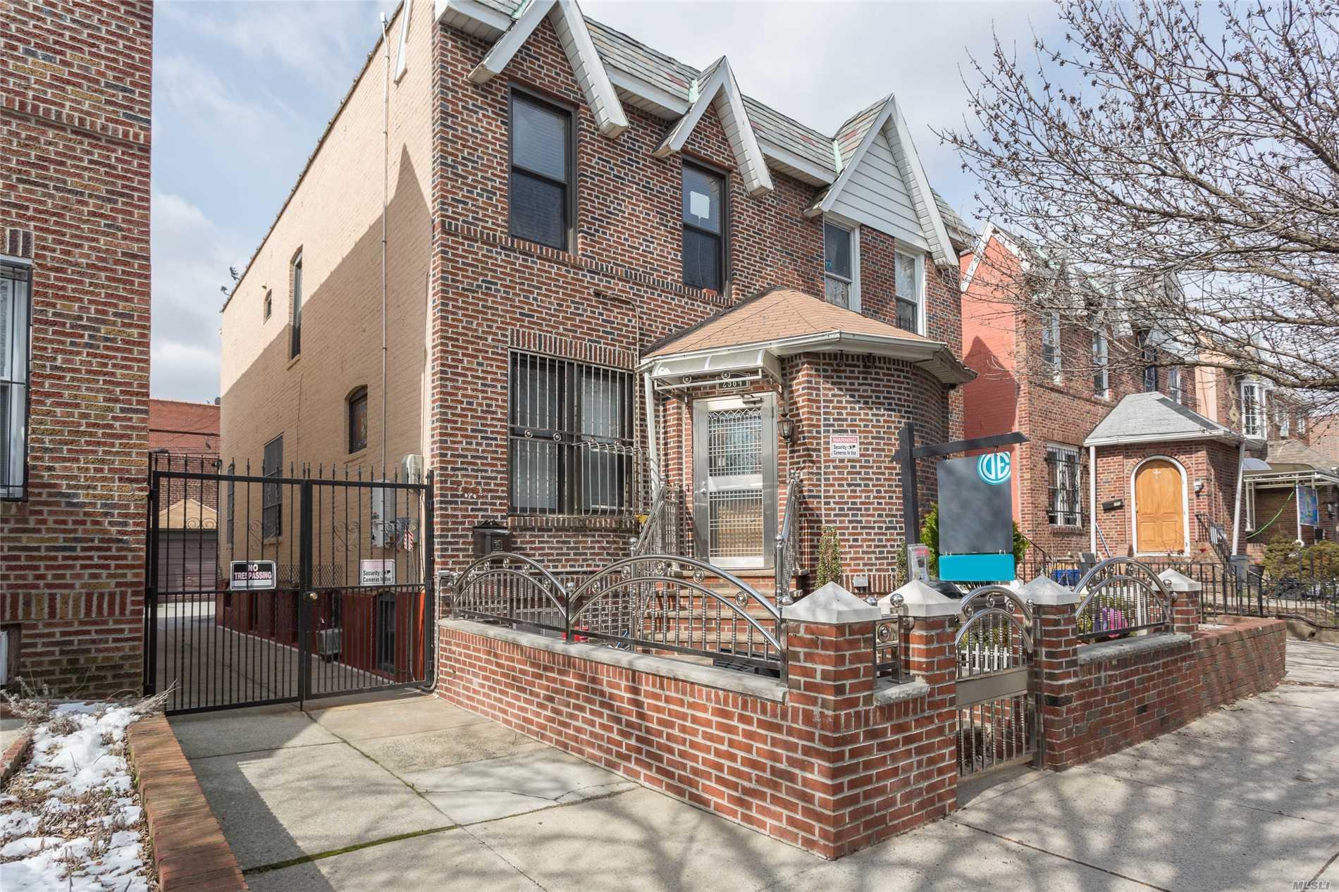 25-64 83 St - East Elmhurst, New York