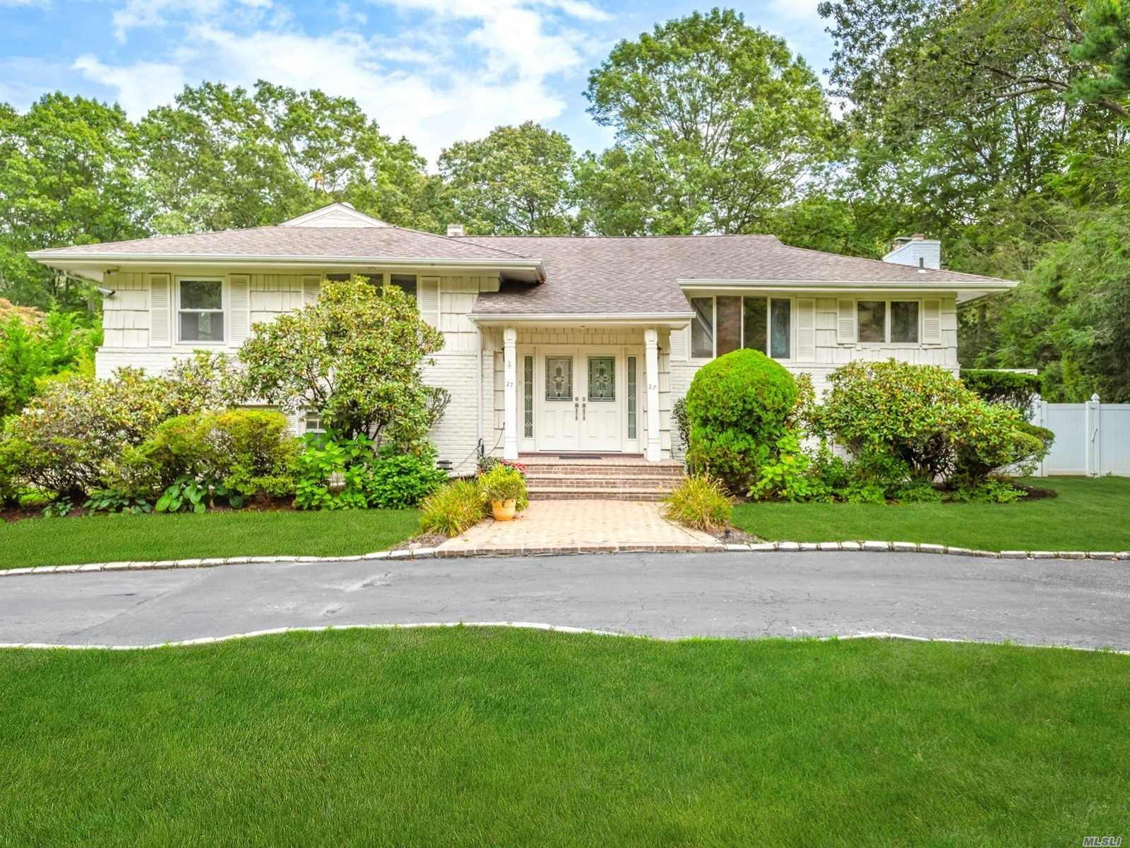 27 Beaumont Dr - Melville, New York