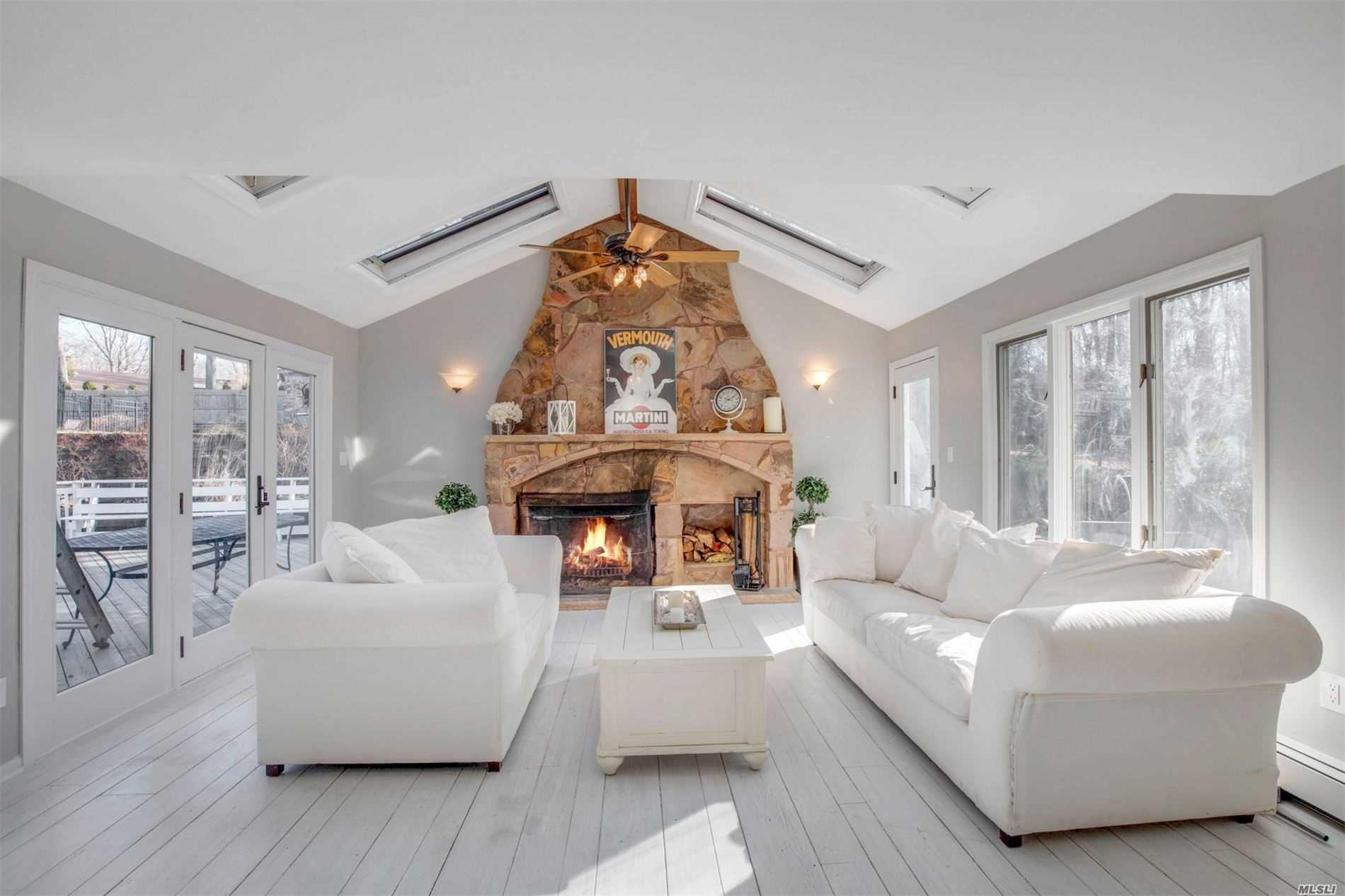 10 Gorham Ln - Dix Hills, New York