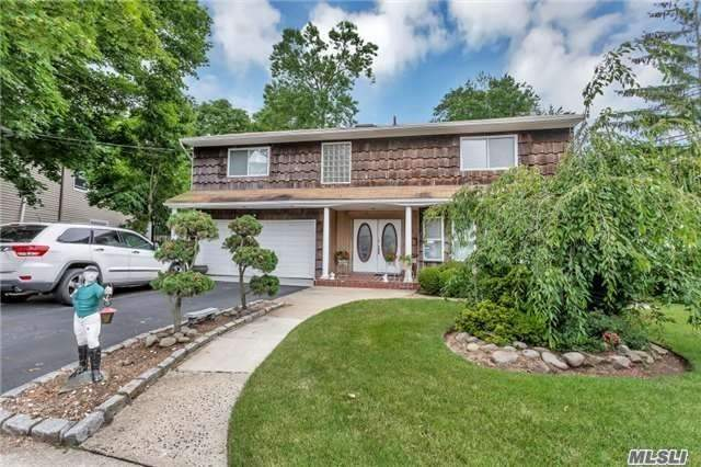 2060 London Ct - Merrick, New York