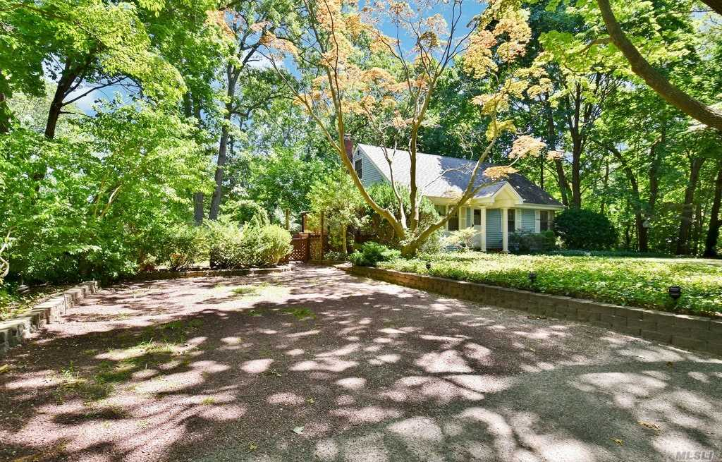 17 Spruce Dr - E. Northport, New York
