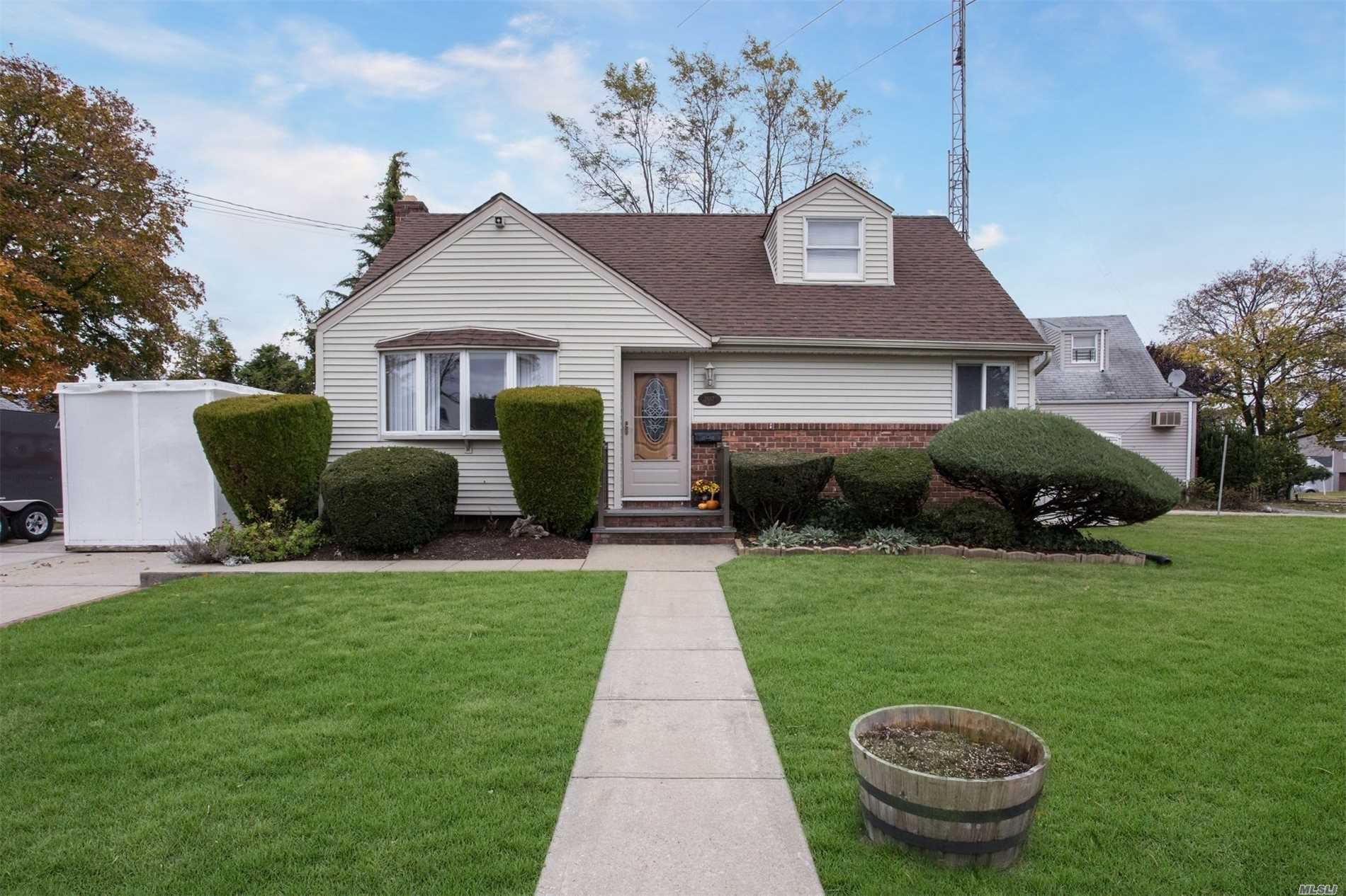 2667 Cedar Ln - N. Bellmore, New York
