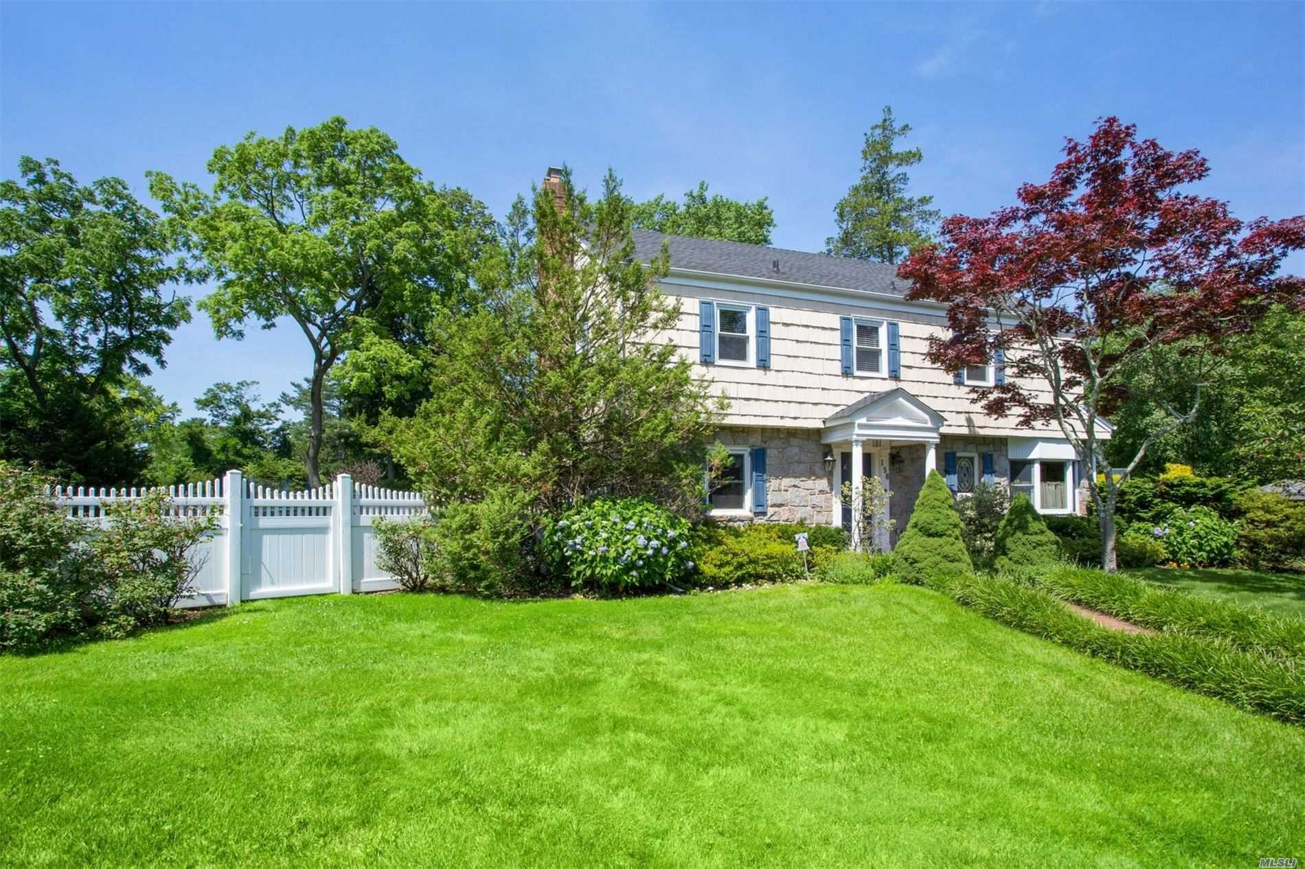 158 Schenck Cir - Hewlett Harbor, New York