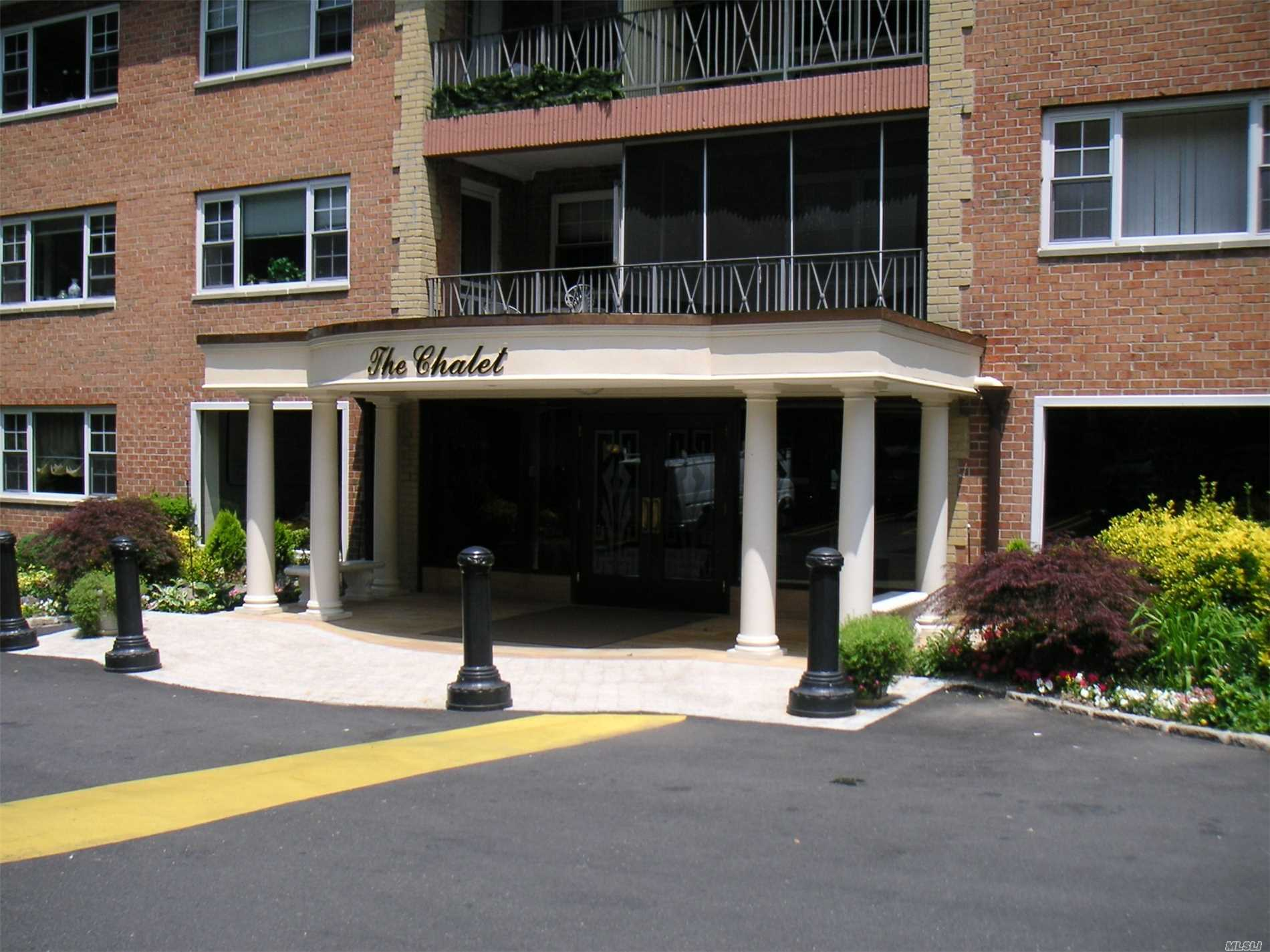 300 Edwards St, 3BW - Roslyn Heights, New York