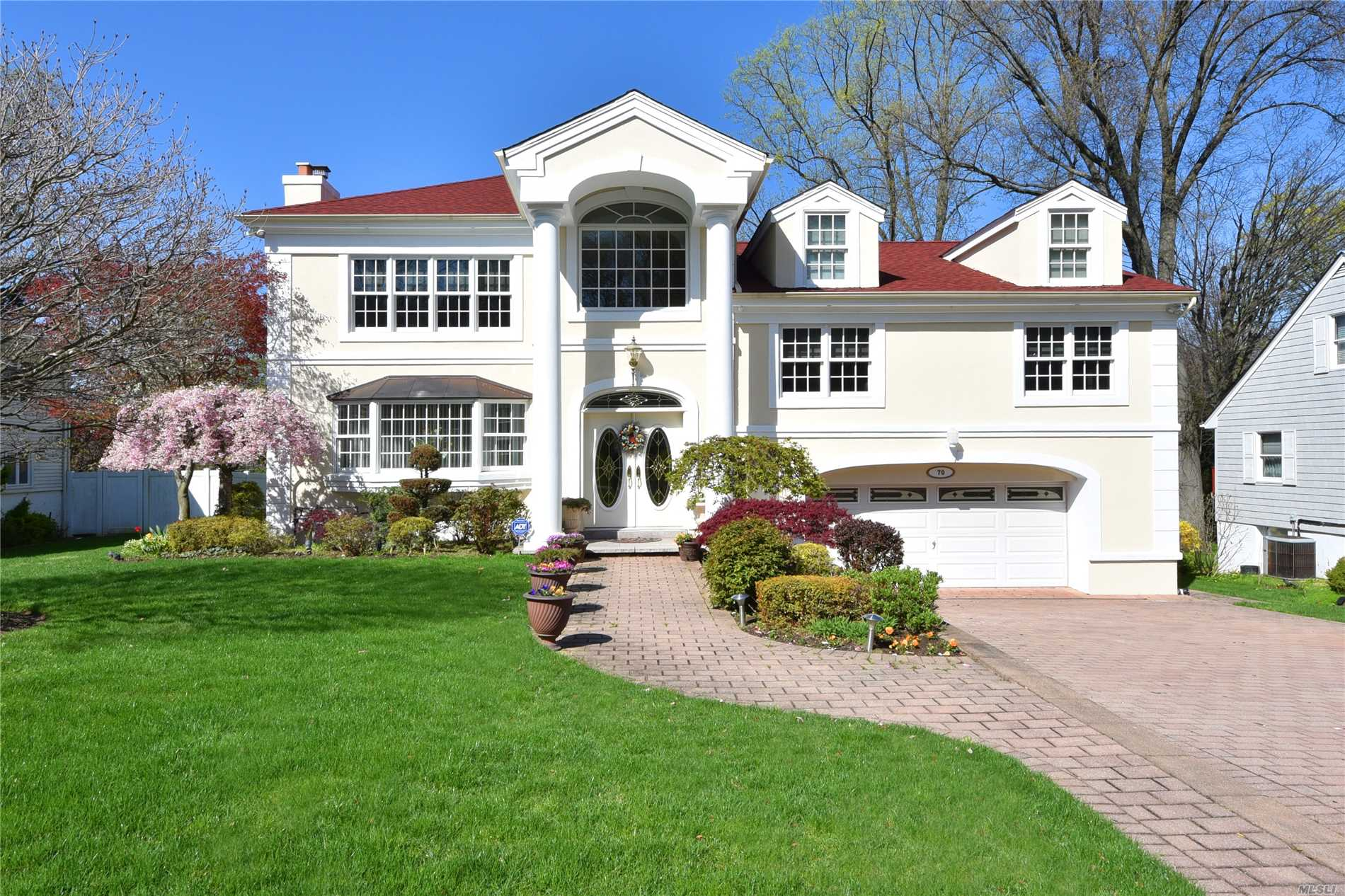 70 Pinewood Rd - Manhasset, New York