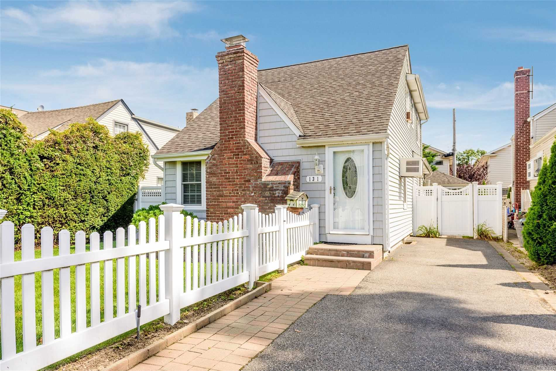 131 Beach Dr - Merrick, New York
