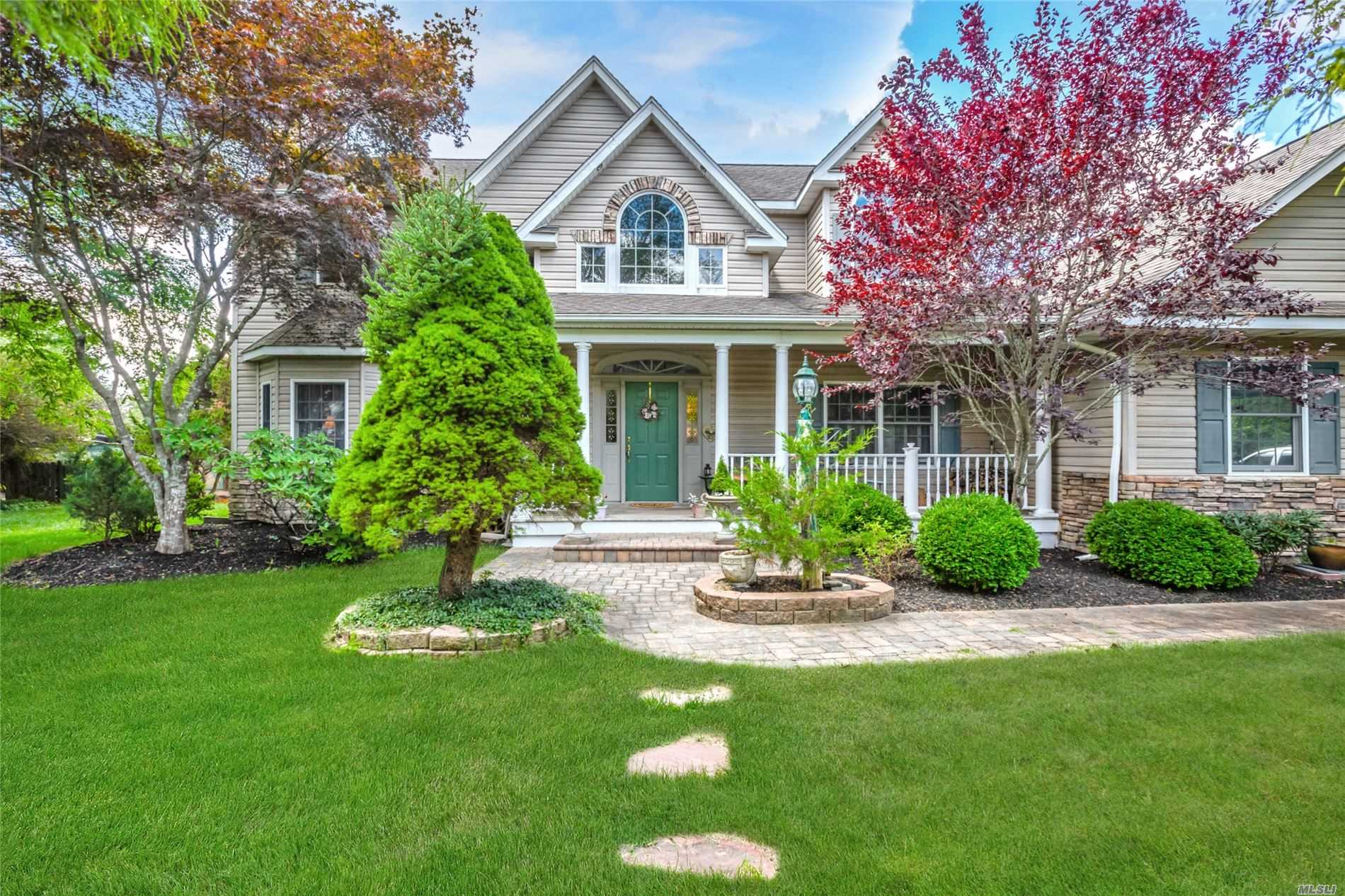 16 Briana Ct - East Moriches, New York