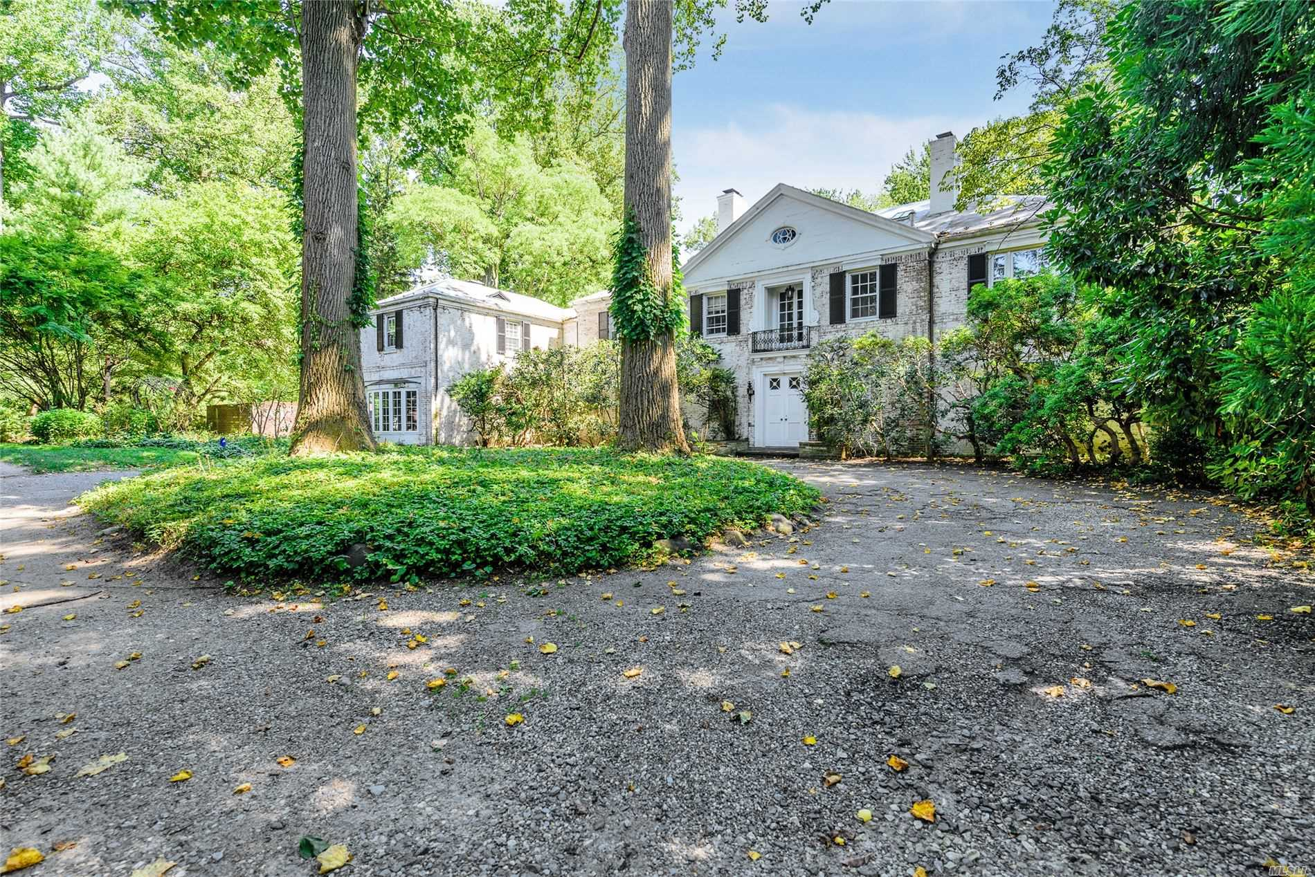 27 Lavenders Ct - Manhasset, New York