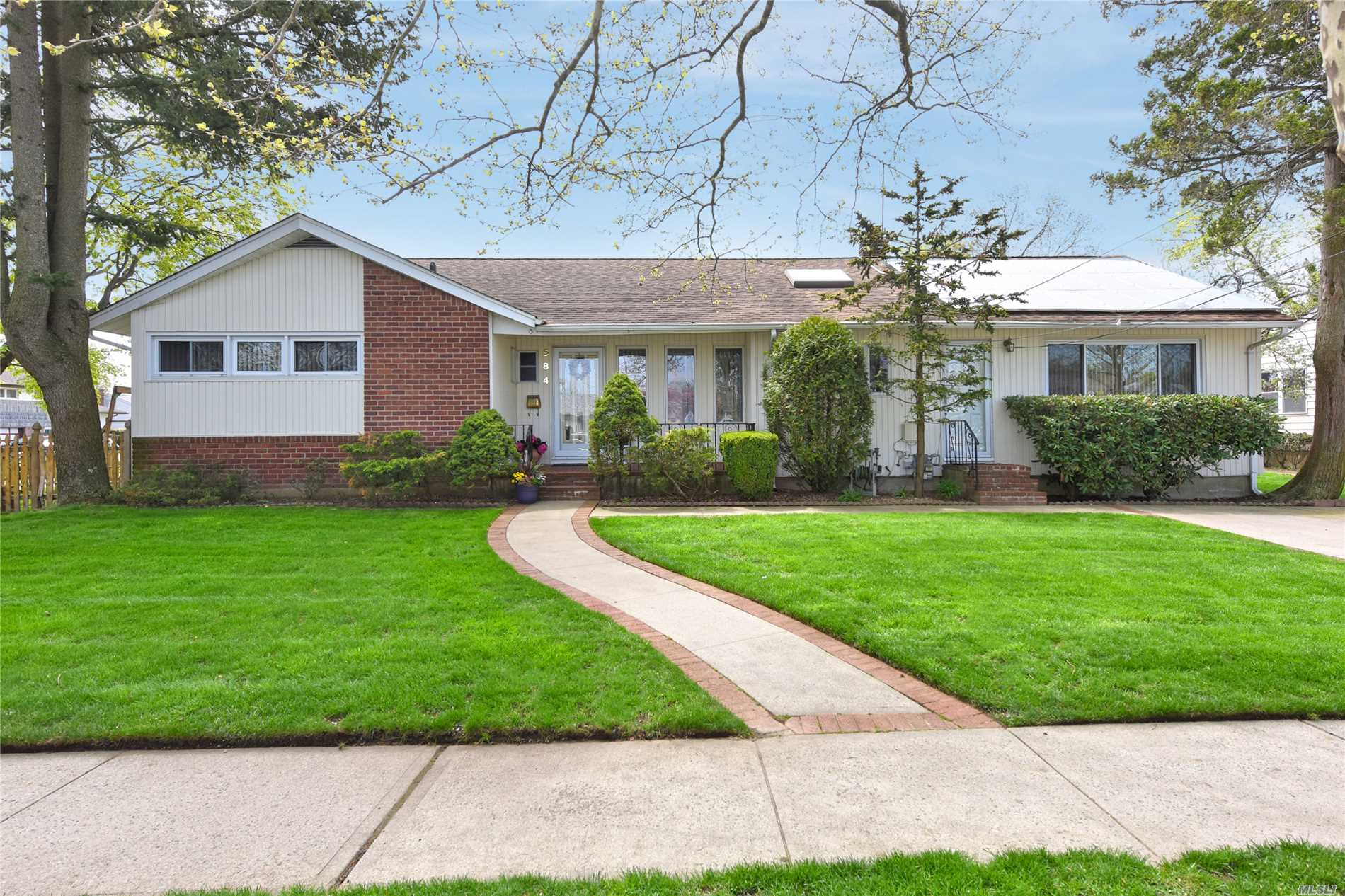 584 Bellmore Ave - East Meadow, New York