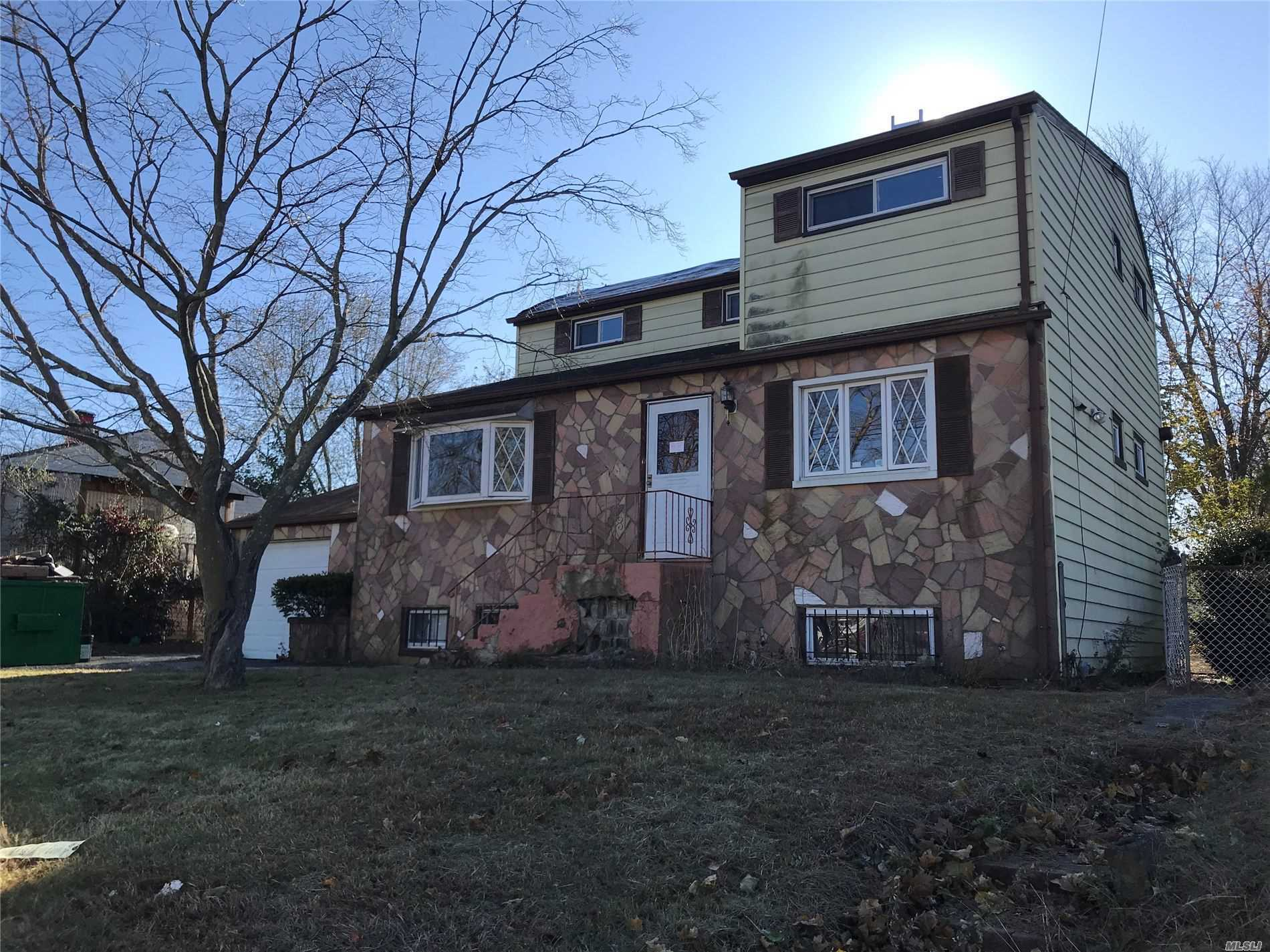 34 Rosewood St - Central Islip, New York