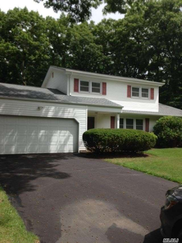 731 Pine Tree Ct - Port Jefferson, New York