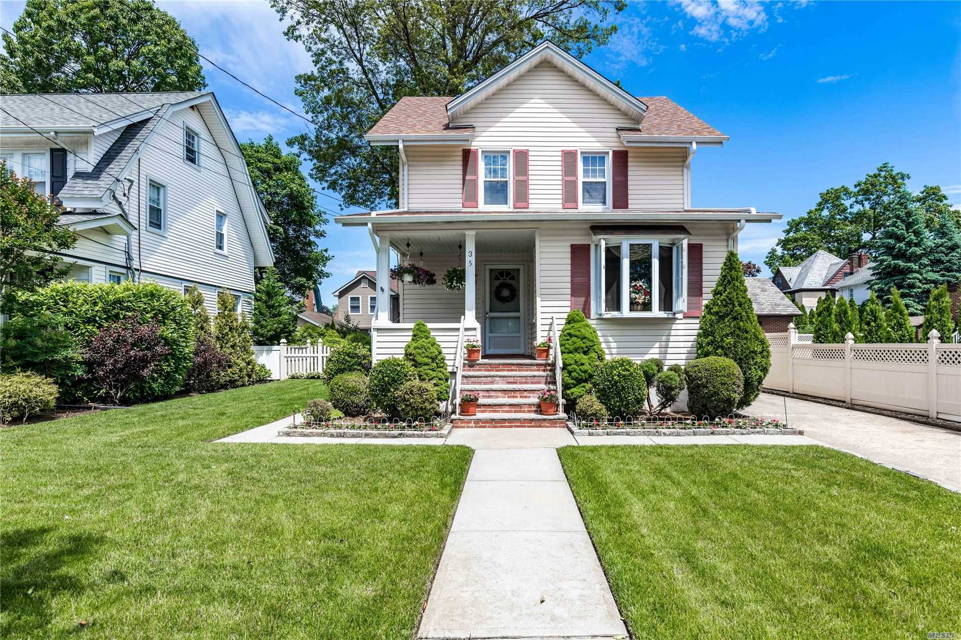 35 Manor Rd - Lynbrook, New York