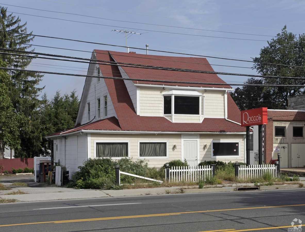 499 E Jericho Tpke - Huntington Sta, New York