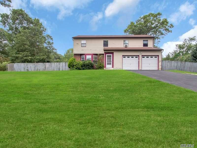 6 Whispering Pines Ct - Centereach, New York