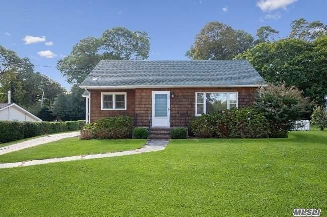 1125 Ostrander Ave - Riverhead, New York