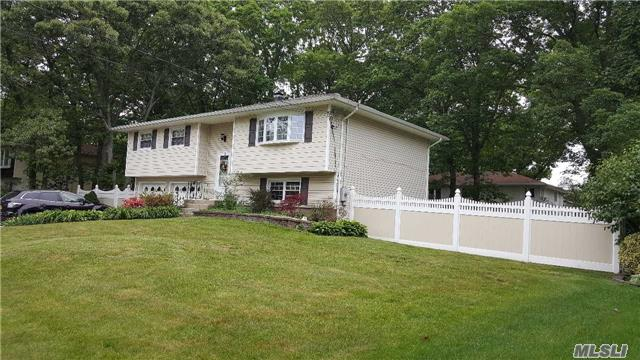 Welcome Home! Lovely Hi-Ranch in Port Jefferson Station!