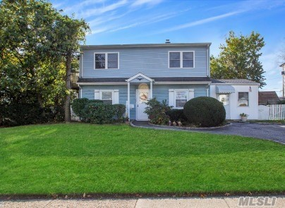 168 Orchid Rd - Levittown, New York