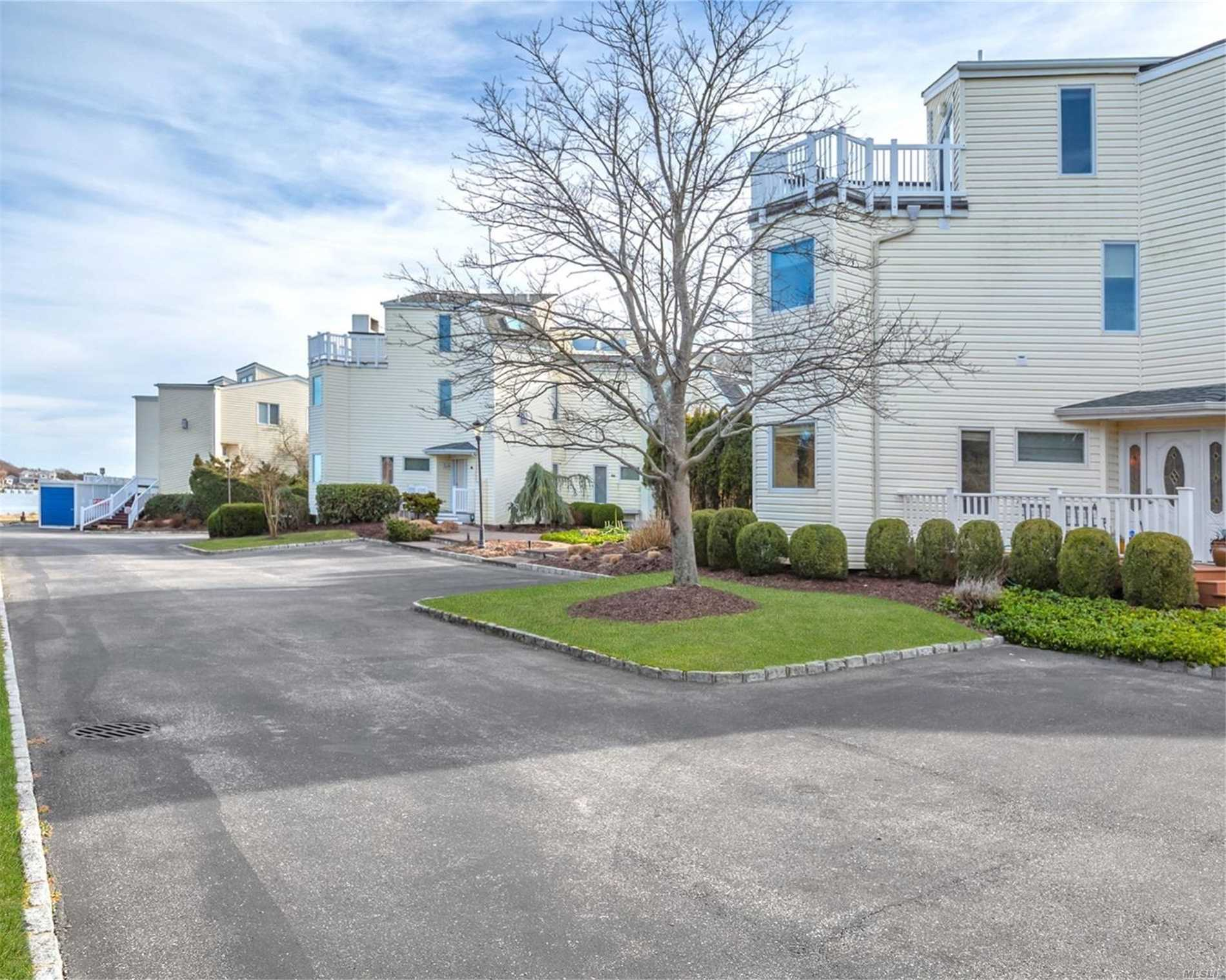 8 Apaucuck Point Rd - Westhampton, New York