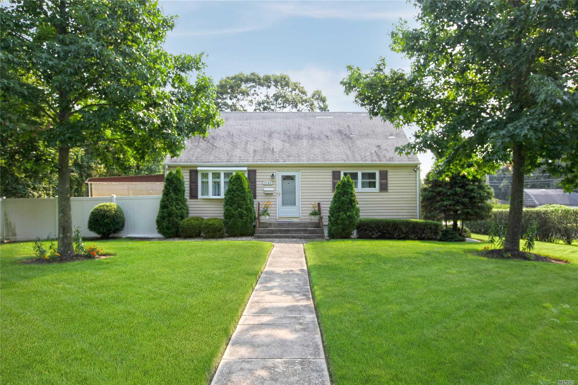 1040 Howells Rd - Bay Shore, New York