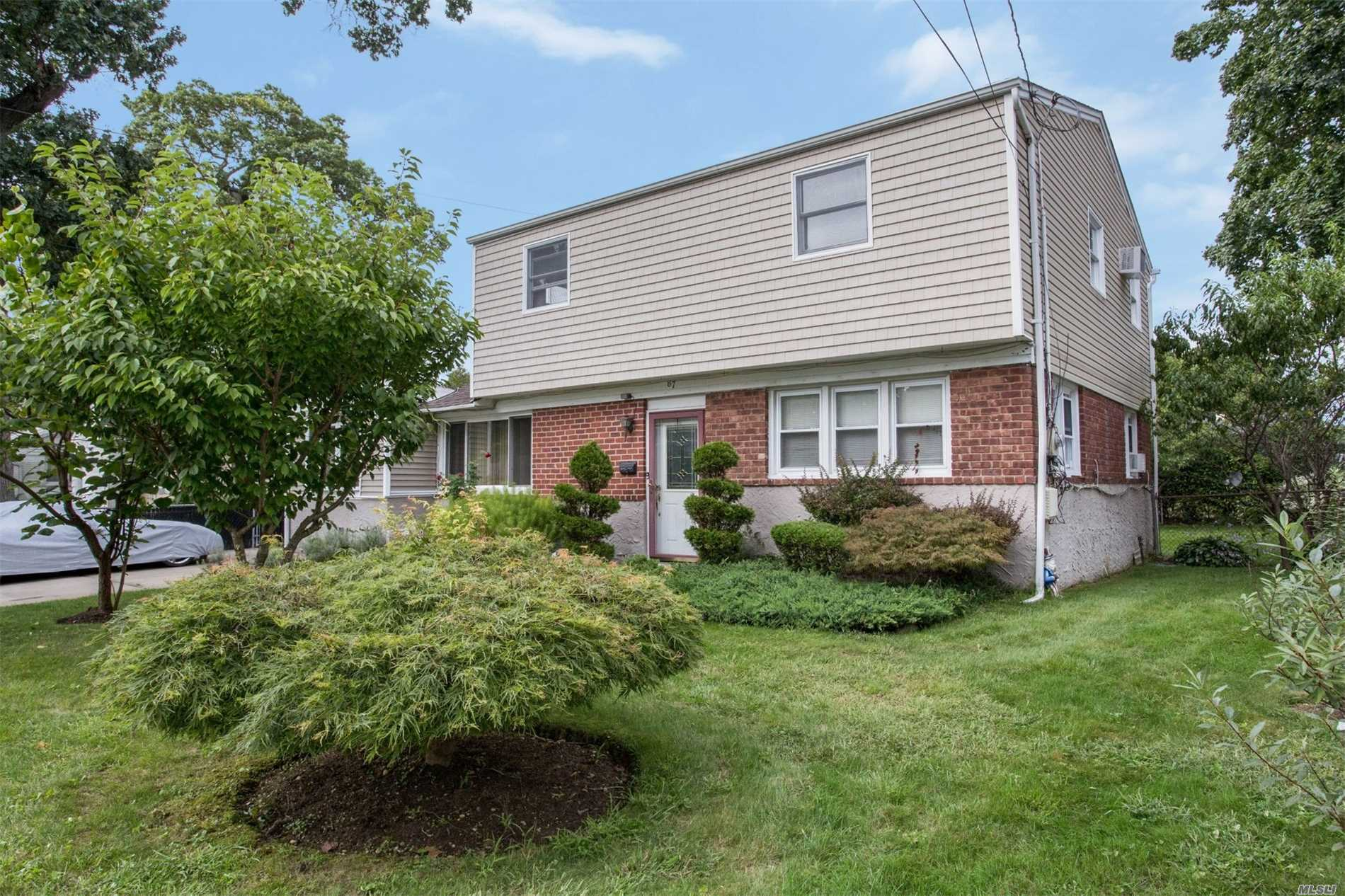 87 Baltimore Ave - Massapequa, New York