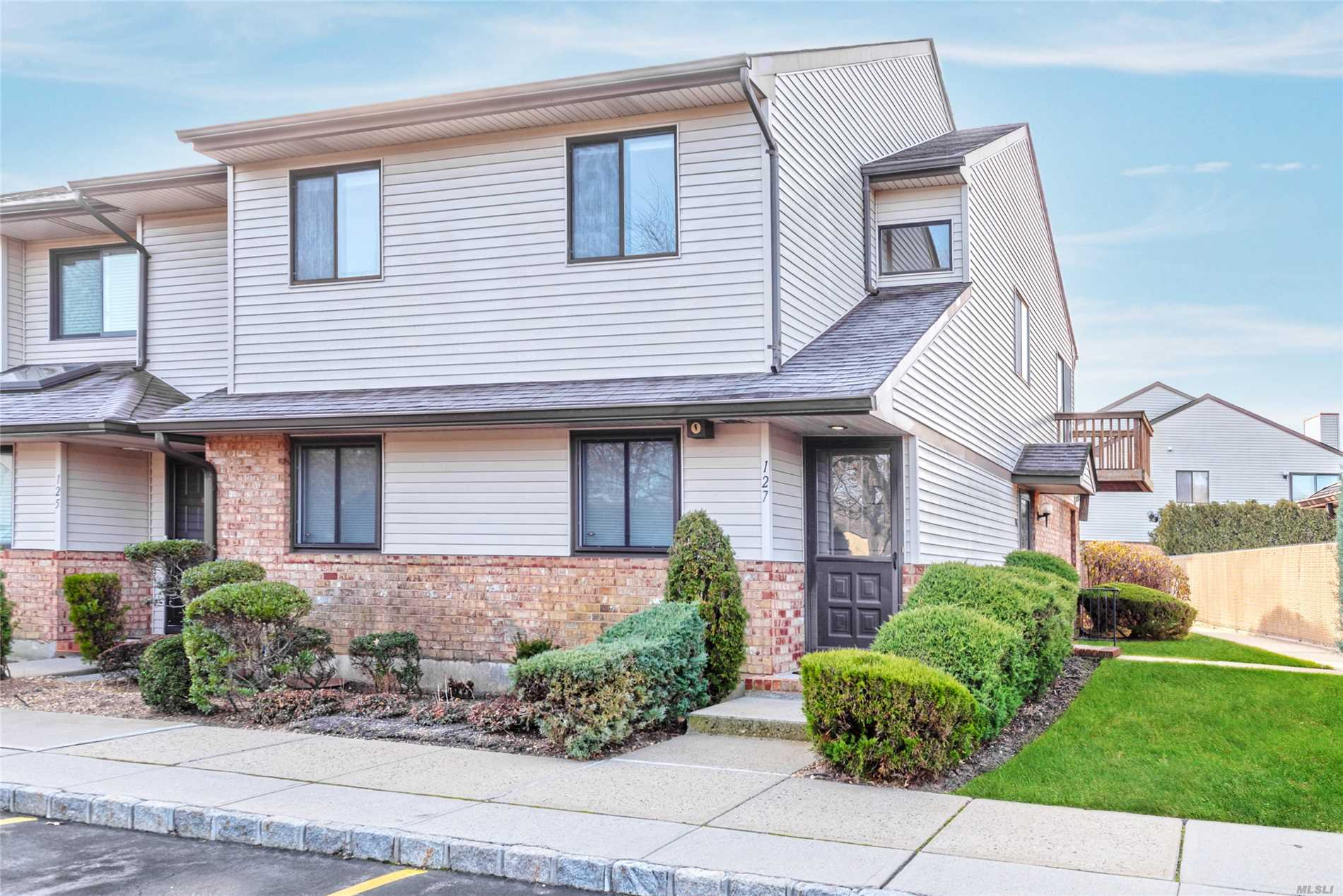127 Laurel Ln - Wantagh, New York