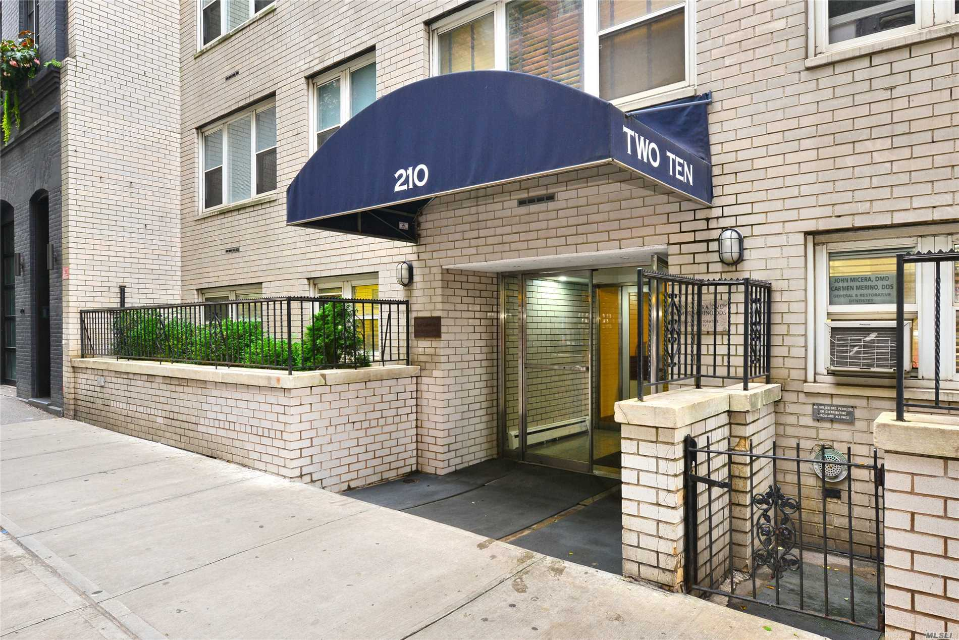 210 E 63rd St, 6A - Out Of Area Town, New York