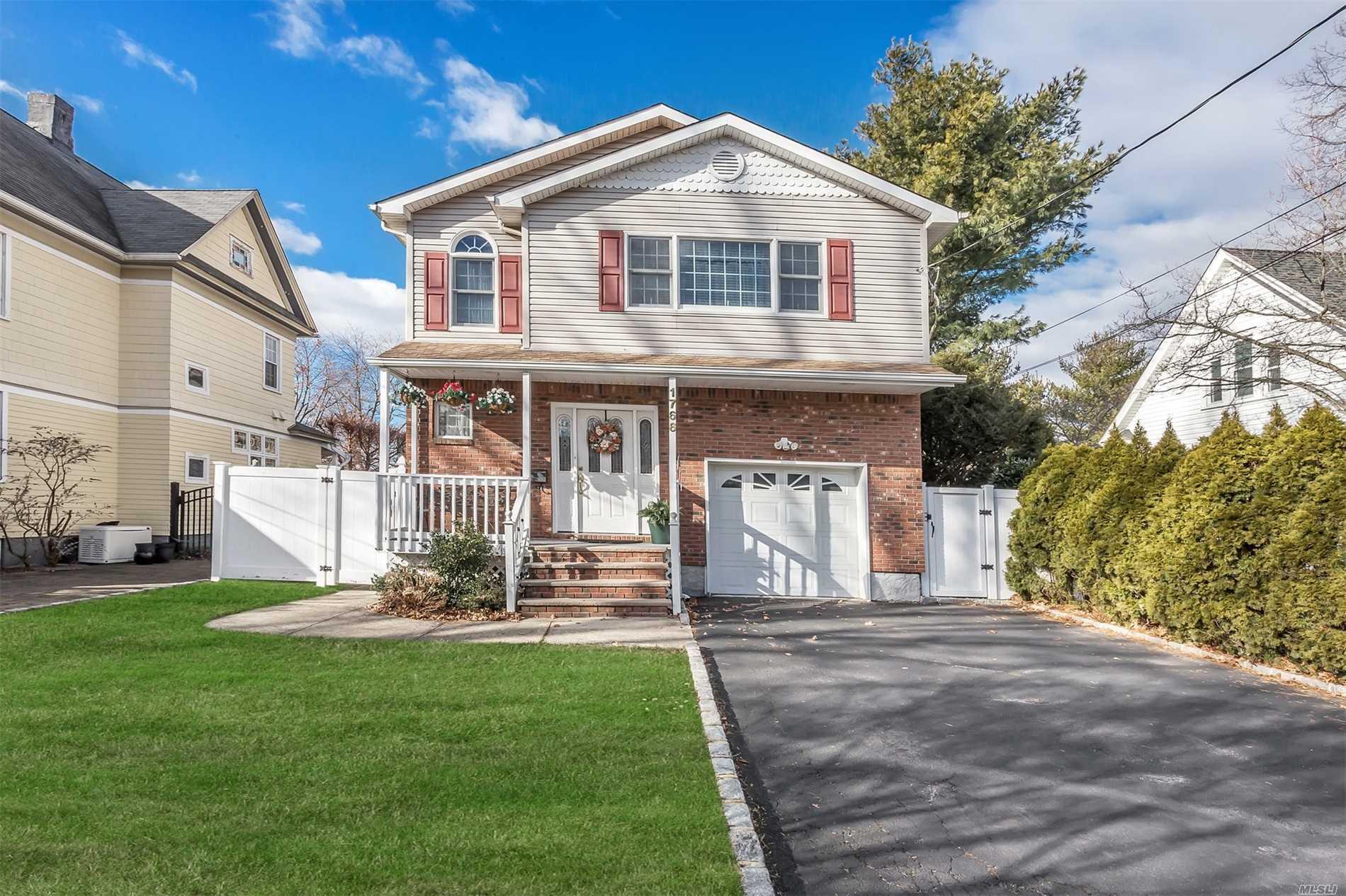 1766 Stevens Ave - N. Merrick, New York